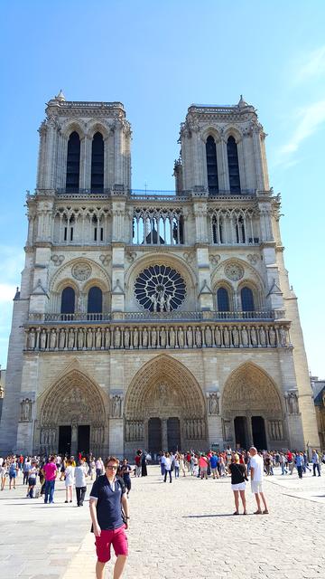 VR Notre Dame de Paris Virtual Reality 360 screenshot 1